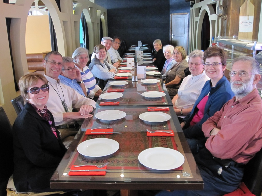 A group from South London Liberal and Kingston Liberal synagogues about to have lunch after a walk round the East End