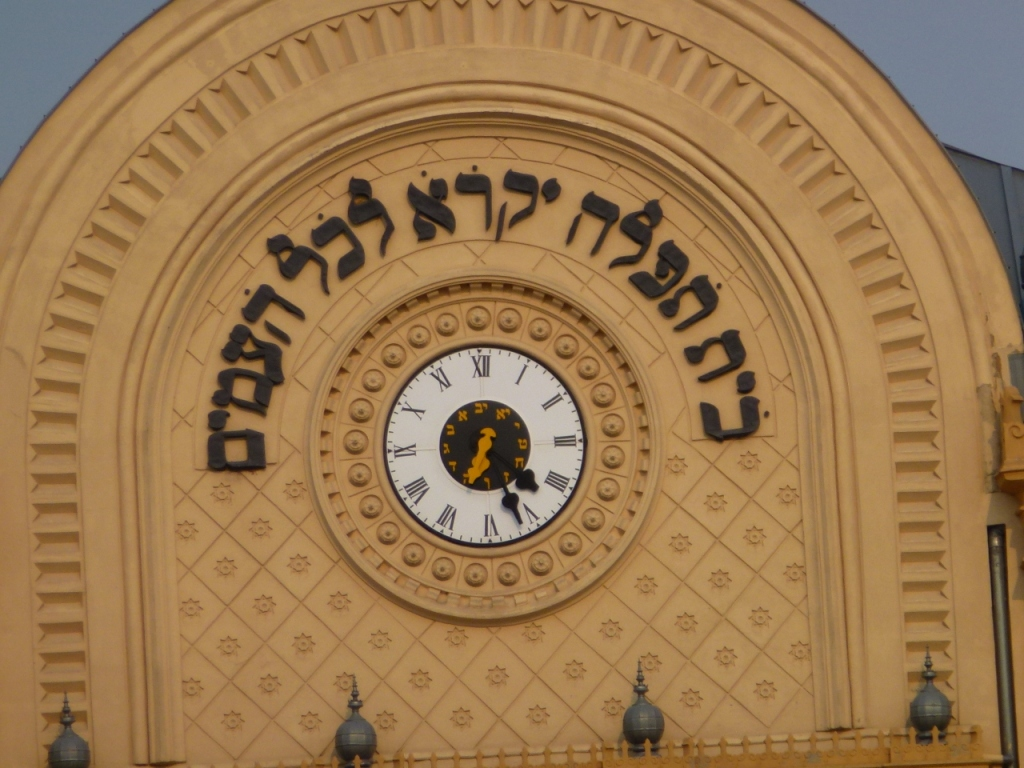 Clock on Pecs synagogue telling the time clockwise and anti clockwise